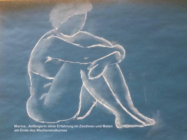 sitzender Akt in Blau Aktmalkurs - Anfängerin
